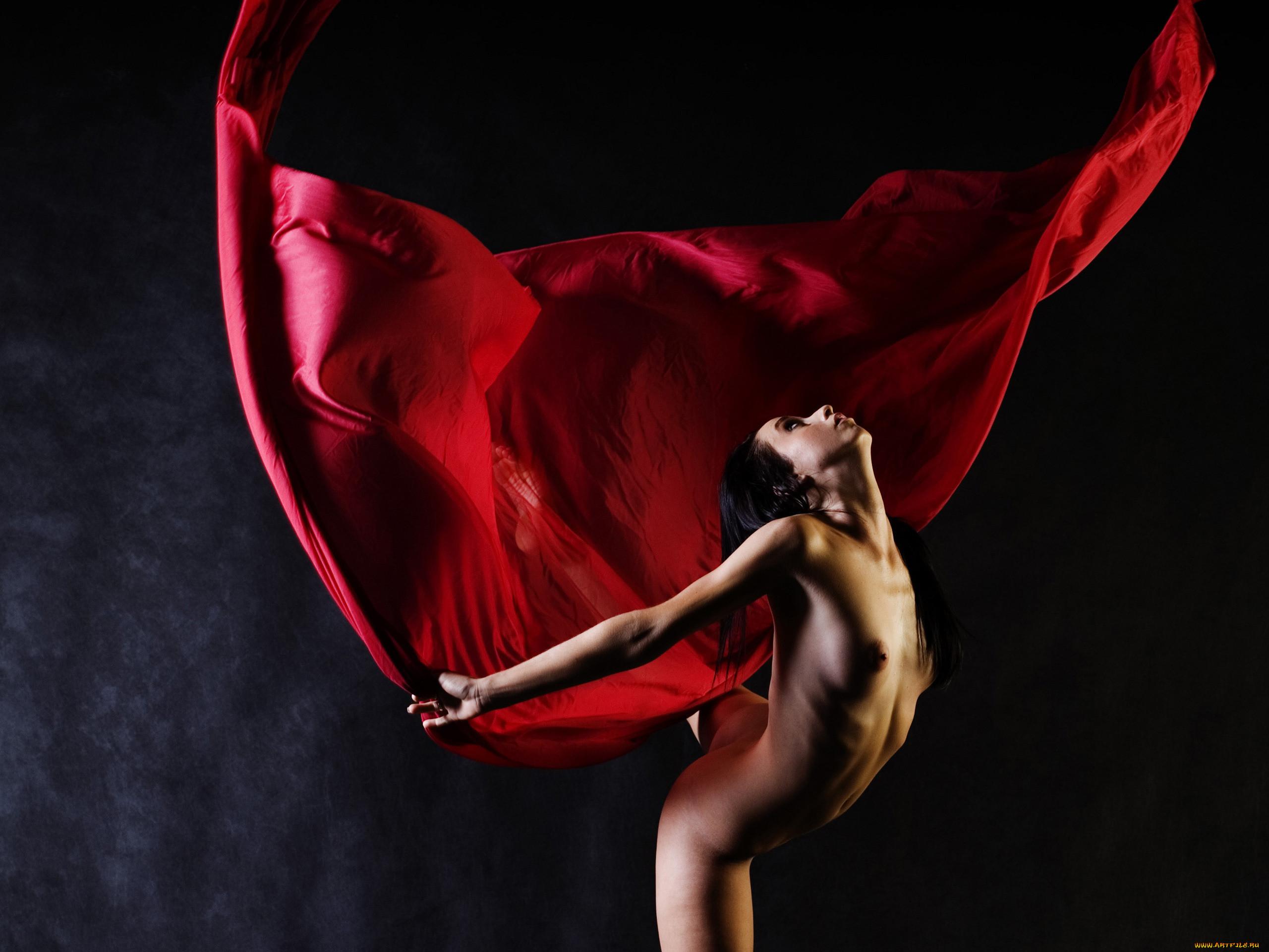 Танцующие красивые голые девушки 15 фотография